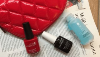 CND VINYLUX lakas ir CND VINYLUX Top Coat (spalva rouge red 143)